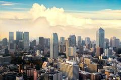 Cityscape av den Tokyo staden, Japan Flyg- skyskrapasikt av kontoret Arkivbilder