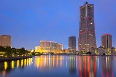 Cityscape av den Yokohama staden på natten Fotografering för Bildbyråer