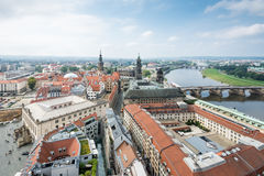 Cityscape av Dresden och floden Elbe royaltyfri fotografi