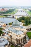 Cityscape av Dresden och floden Elbe arkivfoto