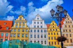 Cityscape av fyrkanten för Wroclaw den gamla stadmarknad med färgrika historiska byggnader arkivfoto