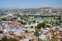 Cityscape av gamla Tbilisi, sikt från den Narikala fästningen, Georgia Royaltyfri Fotografi