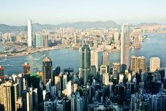 Cityscape av Hong Kong med vatten av Victoria Harbor, en jätte- asiatisk stad Arkivbild