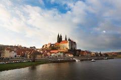 Cityscape av Meissen i Tyskland med den Albrechtsburg slotten Arkivfoto