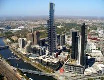 Cityscape av Melbourne och den Yarra floden arkivbilder