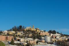 Cityscape av Monforte av album, Piedmont - Italien arkivbild
