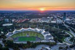 Cityscape av Munich på skymning Royaltyfria Bilder