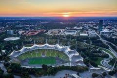 Cityscape av Munich på skymning Arkivbild