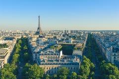 Cityscape av paris på skymning Royaltyfria Foton