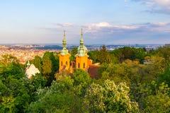 Cityscape av Prague på solnedgångtid i sommar, Tjeckien Royaltyfri Bild