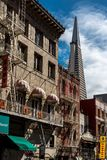 Cityscape av San Francisco från chinatonw arkivfoton