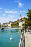 Cityscape av staden av Thun, Schweiz Arkivfoton