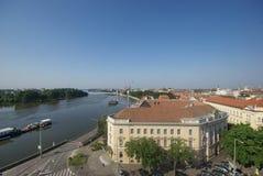 Cityscape av Szeged och floden av Tisza, Hungar Fotografering för Bildbyråer