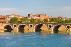 Cityscape av Toulouse i sommar Royaltyfri Fotografi