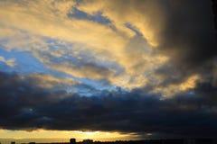 Cityscape bij dageraad Royalty-vrije Stock Foto's