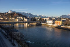 Cityscape bij de rivier Salzach in Salzburg, Oostenrijk, 2015 Royalty-vrije Stock Foto's