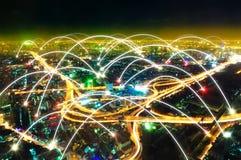 Cityscape bij nacht en Internet-concept royalty-vrije stock afbeeldingen