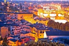 Cityscape en arno de mening van de rivierzonsondergang van Florence stock foto's