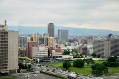 Cityscape för flyg- sikt av den Osaka staden på runt om den Osaka slotten Arkivbild