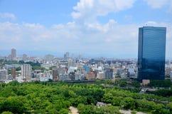 Cityscape för flyg- sikt av den Osaka staden på runt om den Osaka slotten Arkivbilder