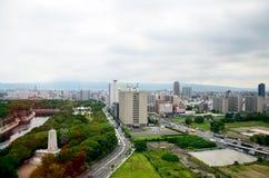 Cityscape för flyg- sikt av den Osaka staden på runt om den Osaka slotten Royaltyfria Bilder