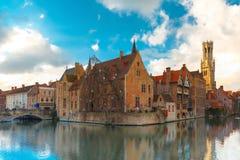 Cityscape från Rozenhoedkaai i Bruges, Belgien Royaltyfri Foto
