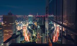 Cityscape för flyg- sikt på natten i Tokyo, Japan från en skyskrapa Royaltyfri Foto