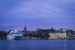 Cityscape het eiland van Sodermalm bij nacht, Stockholm, Zweden stock foto