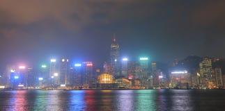 Cityscape Hong Kong för Victoria hamnnatt Arkivbilder