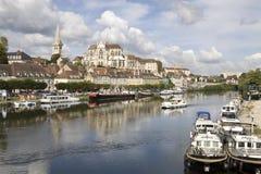 Cityscape i Auxerre, Frankrike Royaltyfri Fotografi