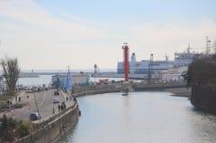 Cityscape i Sochi nära hamnstadbyggnader Royaltyfri Foto