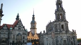 Cityscape, Katholiek Hof Kerk en Hausmannsturm-Kasteel stock footage