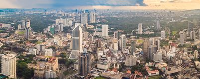 cityscape Kuala Lumpur Panoramautsikt av aftonen för Kuala Lumpur stadshorisont på solnedgångskyskrapor som bygger i Malaysia royaltyfria bilder