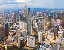 cityscape Kuala Lumpur Panoramautsikt av aftonen för Kuala Lumpur stadshorisont på solnedgångskyskrapor som bygger i Malaysia arkivfoton