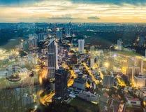 cityscape Kuala Lumpur Panoramautsikt av Kuala Lumpur stadshorisont på natten som beskådar skyskrapor som bygger i Malaysia arkivfoton