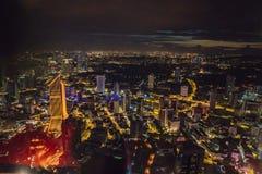 cityscape Kuala Lumpur Panoramautsikt av Kuala Lumpur stadshorisont på natten som beskådar skyskrapor som bygger i Malaysia royaltyfri fotografi