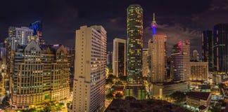 cityscape Kuala Lumpur Panoramautsikt av Kuala Lumpur stadshorisont på natten som beskådar skyskrapor som bygger i Malaysia arkivbilder