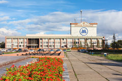 Cityscape of Magnitogorsk city. MAGNITOGORSK, RUSSIA - SEPTEMBER 27: The house of culture of Ordzhonikidze and square in the city on September 27, 2011 in stock photos
