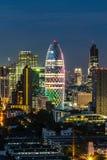Cityscape med ljus show från byggnad av Bangkok Royaltyfri Foto