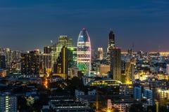Cityscape med ljus show från byggnad av Bangkok Arkivfoton
