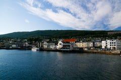 Cityscape mening aan Molde van veerboot, Noorwegen royalty-vrije stock foto's