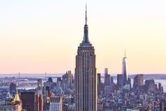 Cityscape mening van Manhattan met Empire State Building bij zonsondergang stock afbeeldingen