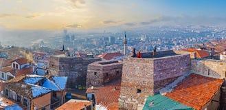 Cityscape met de oude torens royalty-vrije stock fotografie