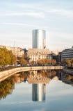 Cityscape met de torenbouw Royalty-vrije Stock Foto's