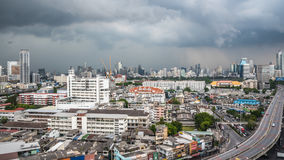 Cityscape met het inbouwen van stad van Bangkok Stock Afbeelding