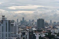 Cityscape met het inbouwen van stad van Bangkok Royalty-vrije Stock Foto's