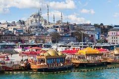 Cityscape met mening over de Sueleymaniye-Moskee in Istanboel, Turkije Royalty-vrije Stock Afbeeldingen