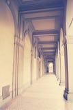 Cityscape met portieken Bologna, Italië royalty-vrije stock afbeelding