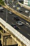 Cityscape och trans. med motorv?gen och trafik i dag fr?n skyskrapa av Bangkok royaltyfri foto