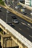 Cityscape och trans. med motorv?gen och trafik i dag fr?n skyskrapa av Bangkok royaltyfri bild